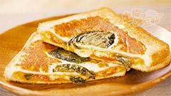 Wチーズでカリトロ!ピッツァ・マルゲリータ風サンド