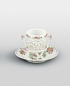 ウィーン窯(デュ・パキエ時代) 《カップと受皿(トランブルーズ)》 1725年頃