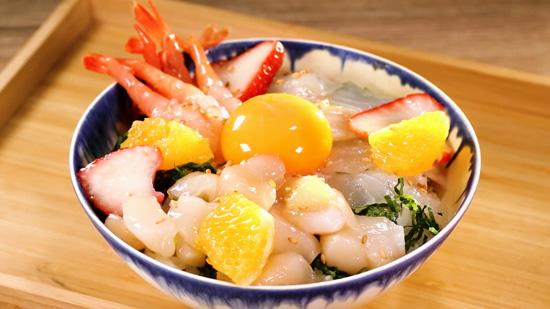 鯛と海鮮による白だし漬け丼~フルーツものせて~