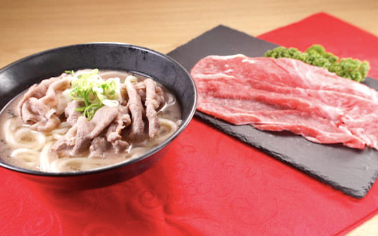 香川 亀城庵『讃岐オリーブ牛極上肉うどん』